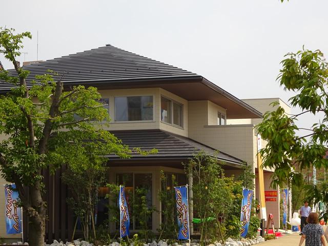千葉県千葉市の太陽光瓦一体型屋根工事